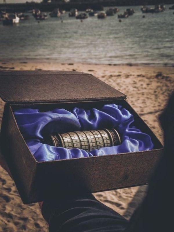 un cryptex dans une boite